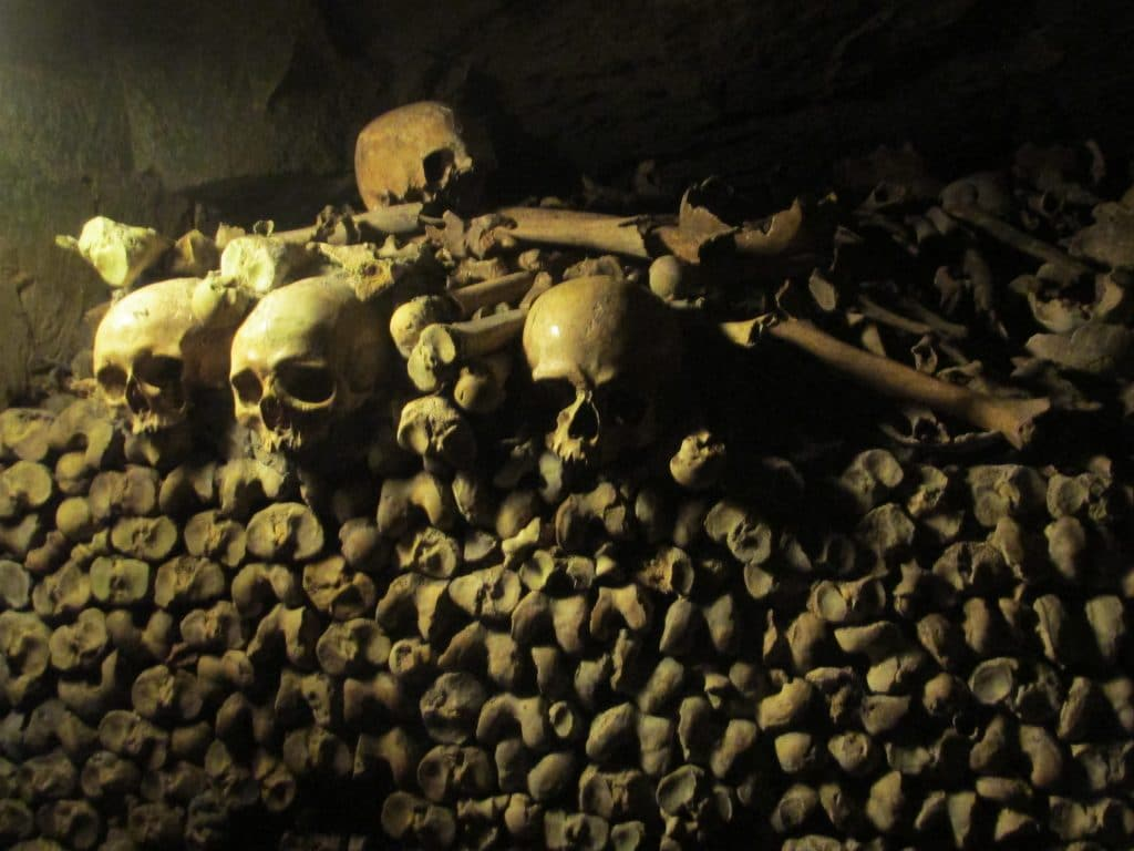 photo essay paris catacombs