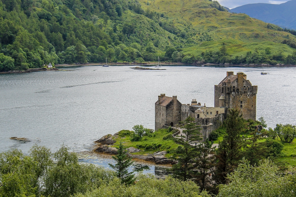 solo travel to scotland and see all the castles