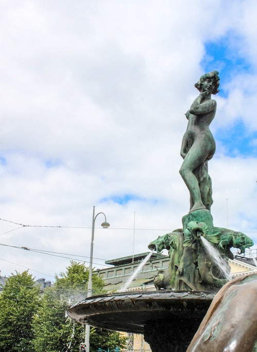 seeing statues with one day in helsinki