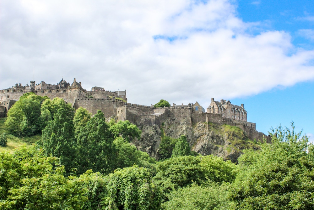 2 day edinburgh itinerary includes the castle