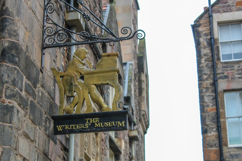 visit edinburgh in 2 days and see the writer's museum