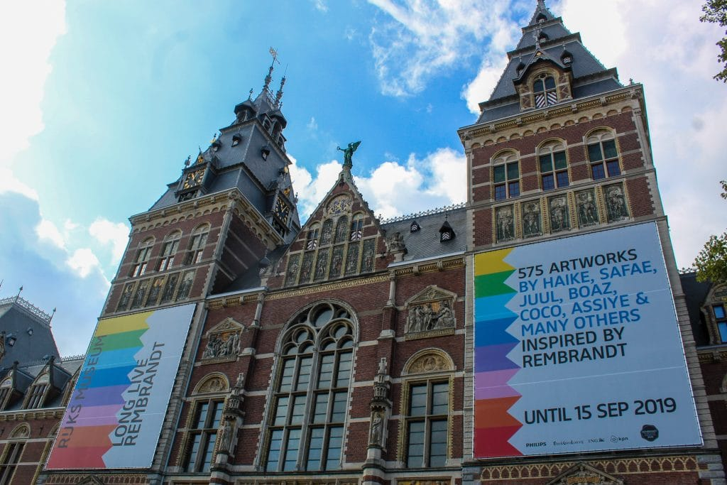 solo travel amsterdam: go to museums