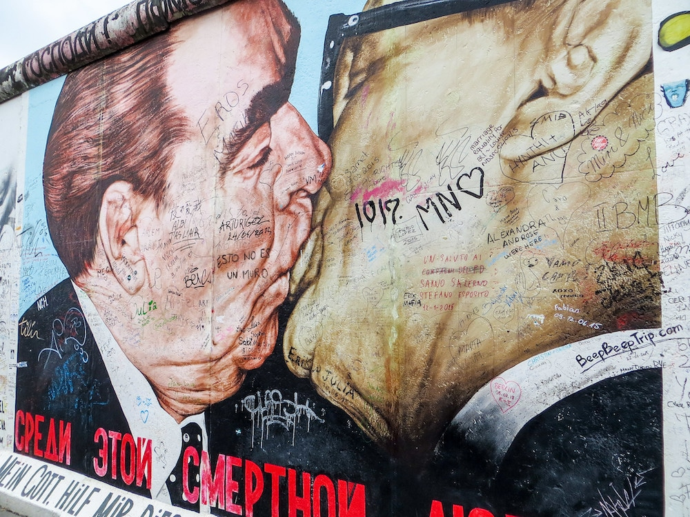 solo travel in berlin: see the eastside gallery