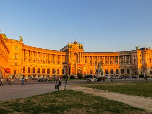 solo travel vienna: see gorgeous summer sunsets