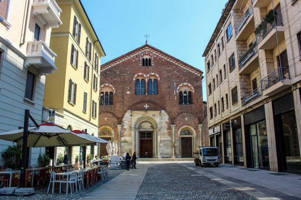 solo travel milan: see the churches