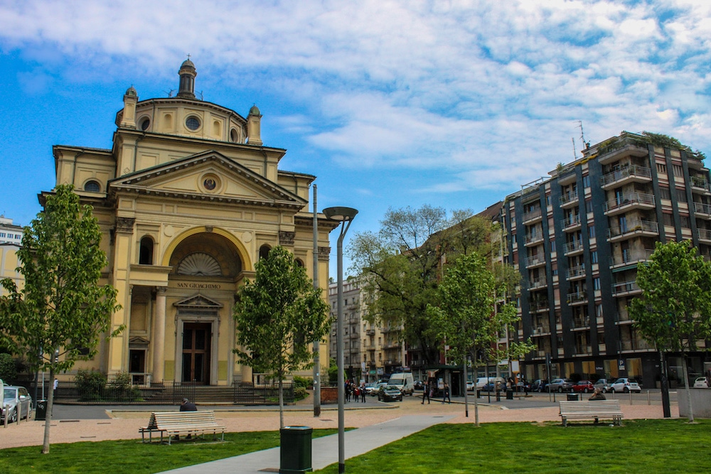 solo travel milan see new churches