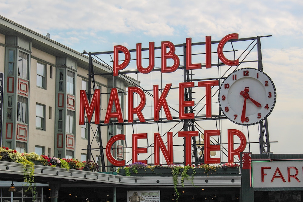solo female travel in seattle at pike place