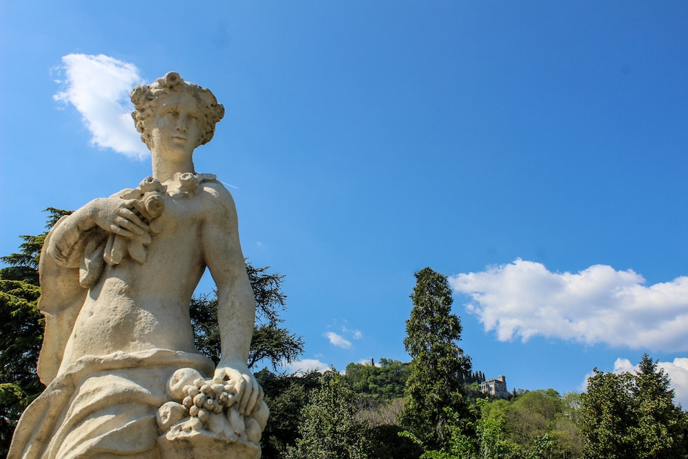 Northern Italy Itinerary 8 Days seeing statues in como
