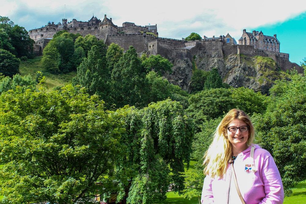 solo travel in edinburgh smiles at the castle