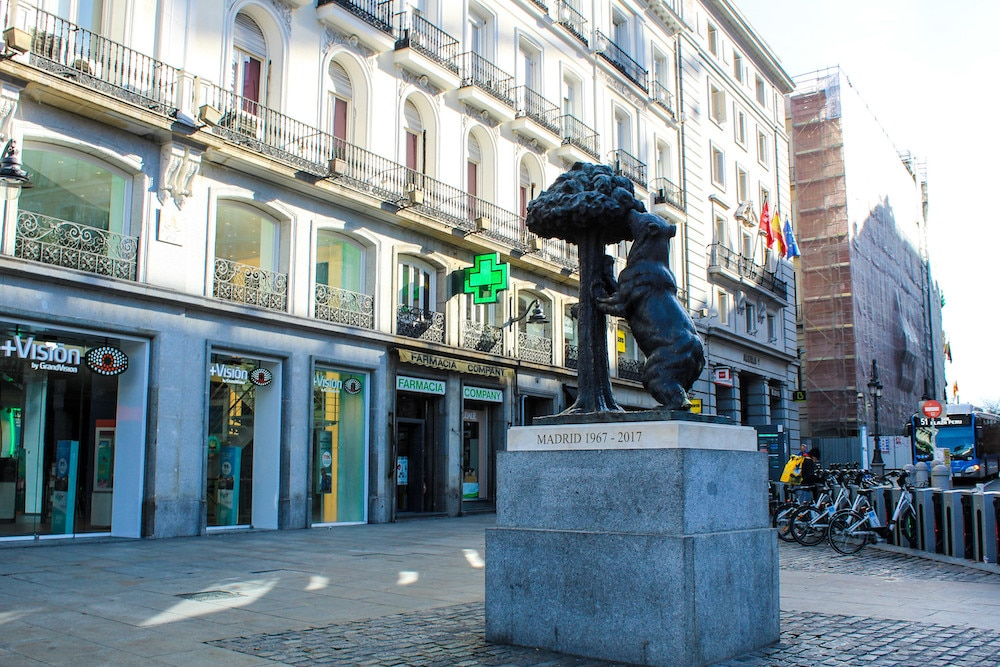 madrid 5 day itinerary: make sure to see all the statues
