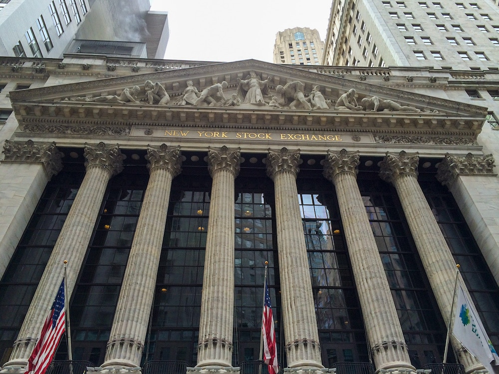 seeing the stock exchange building is one of the free things to do in the financial district