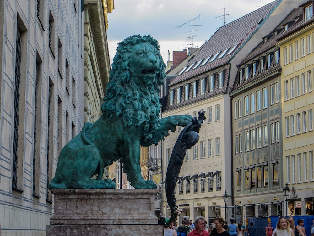 checking out the lions in munich