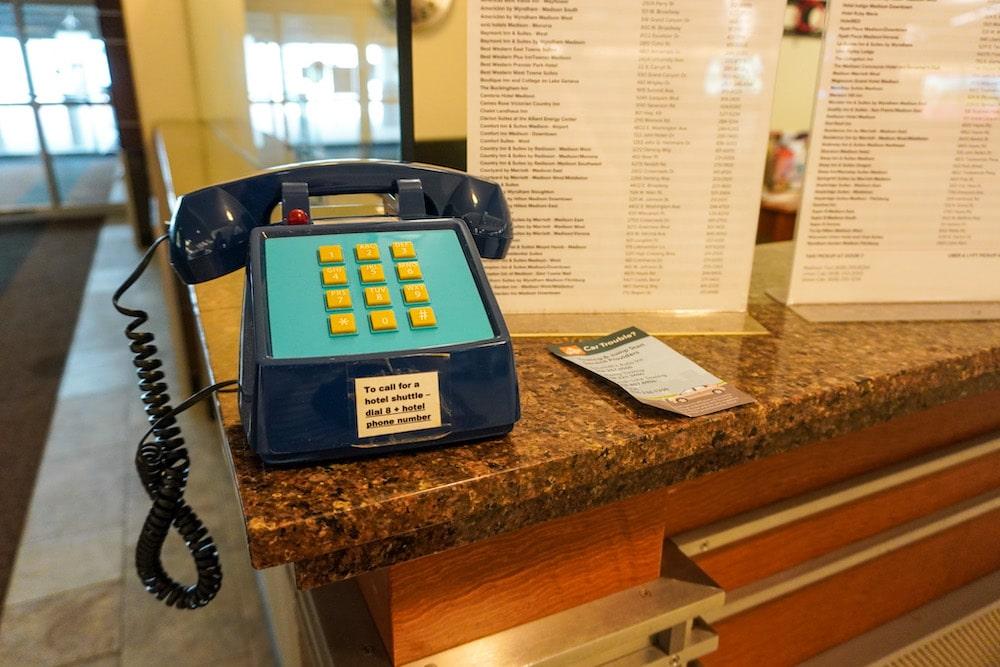 dane county airport phone madison wi